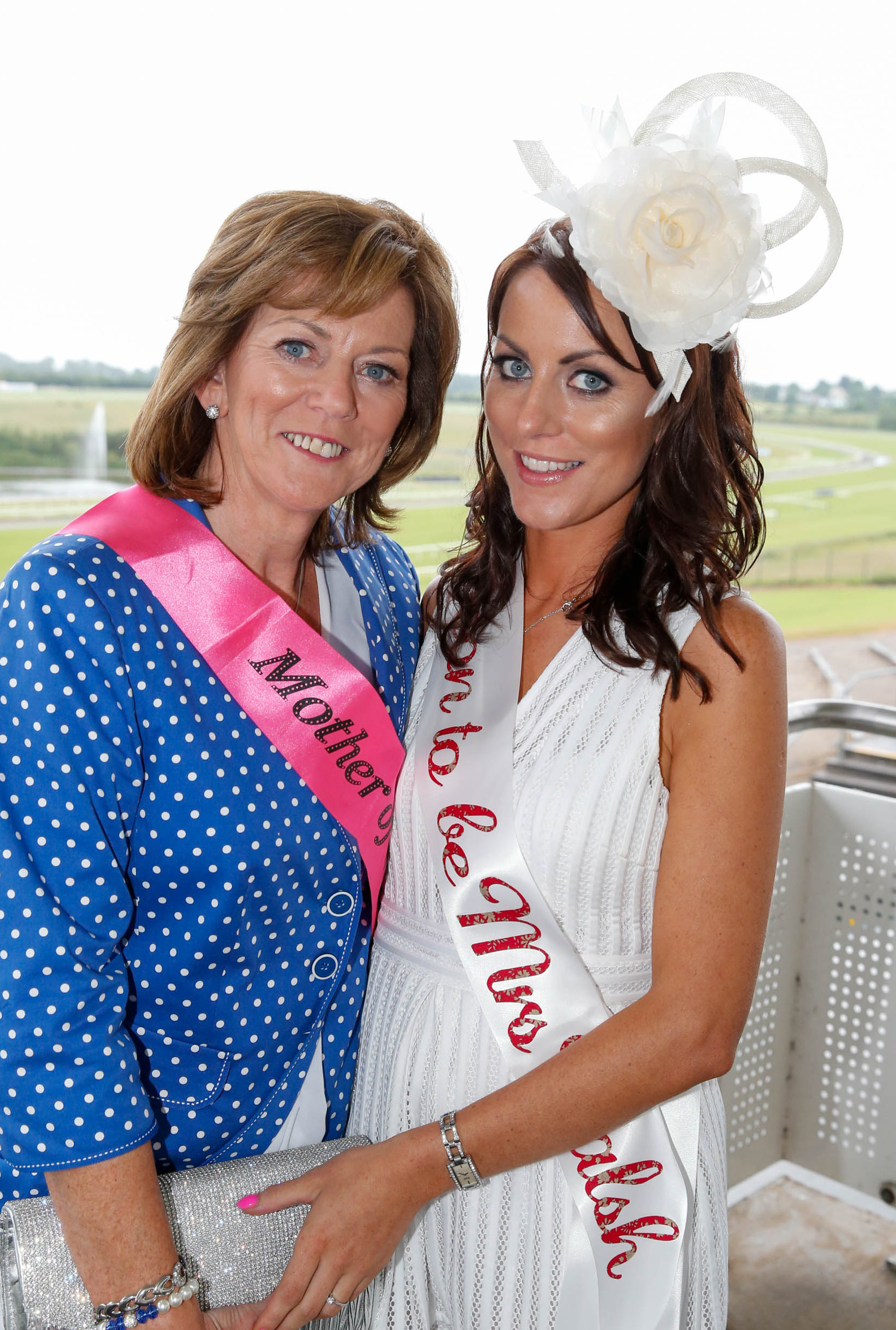 11-6-16 coral.ie Race Day at Limerick Racecourse.Catherine and Marie Flynn enjoying Marie's Hen Party.Picture: Keith Wiseman